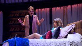 Un instante de la comedia La gran depresión, dirigida por Félix Sabroso con Nuria Roca y Antonia San Juan (3)